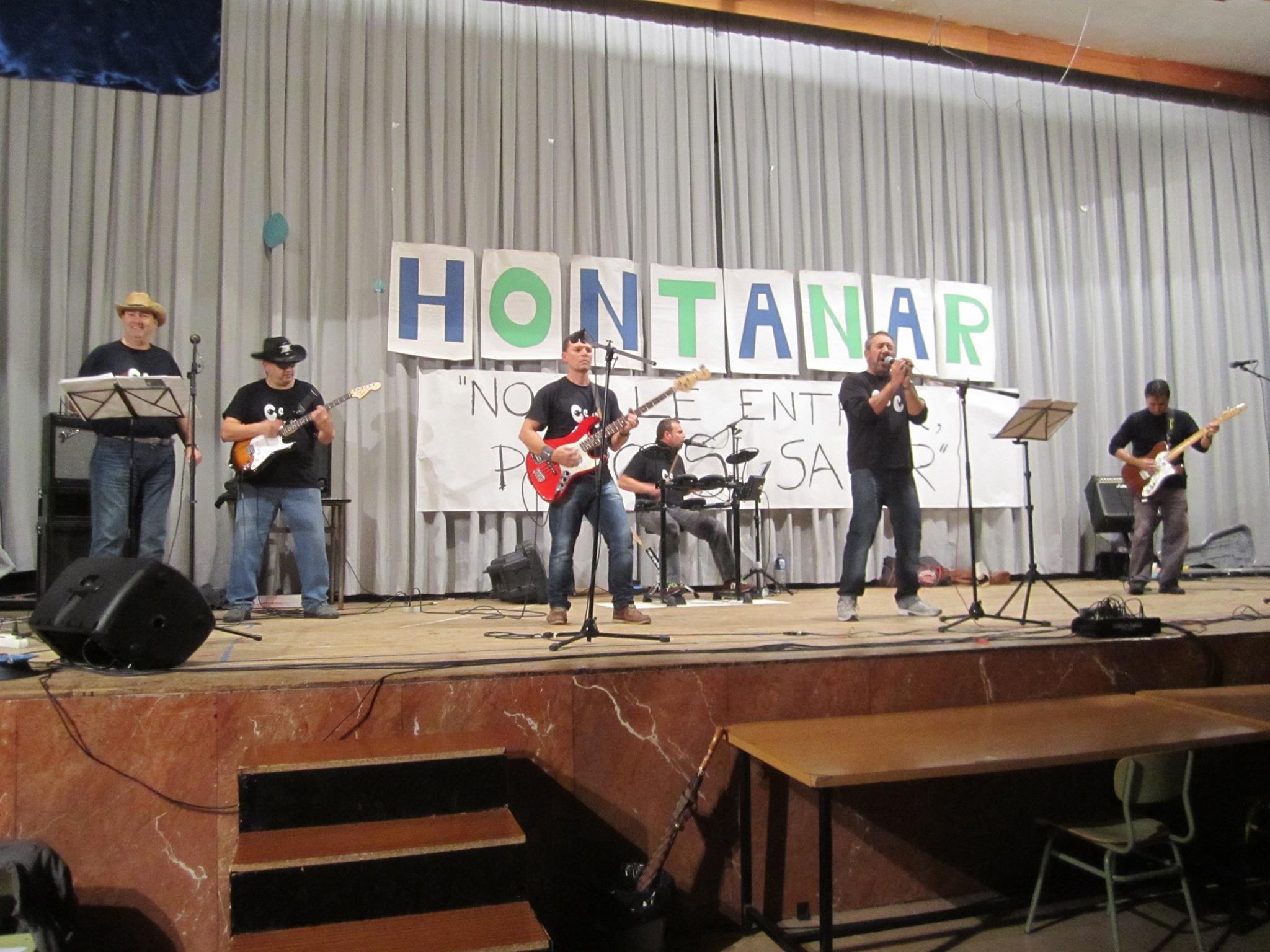 Festival Solidario, banda tocando